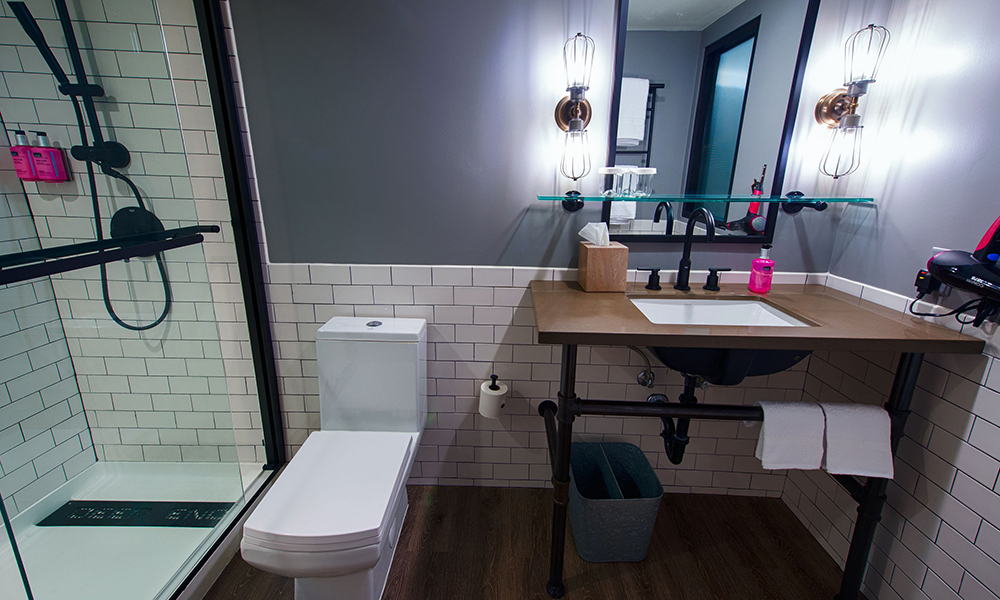 moxy_by_marriott_tempe_bathroom