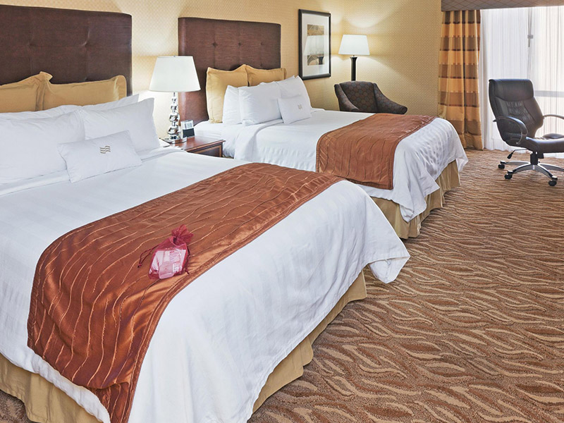 crowne-plaza-dallas-guestroom-2