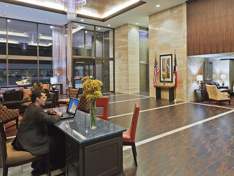 crowne-plaza-dallas-lobby